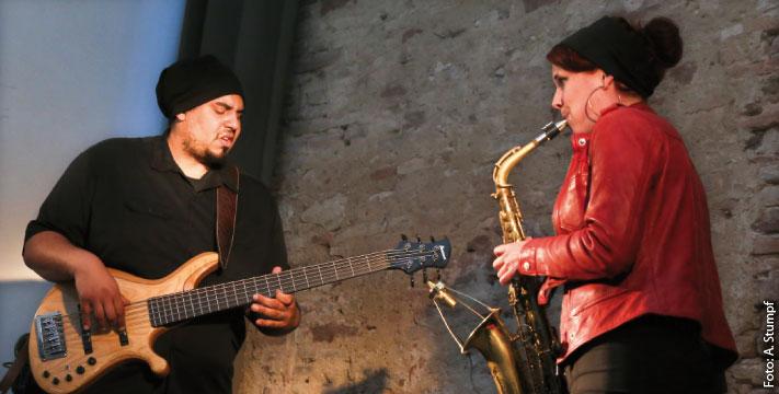 Andrew Lauer (Bass), Michelle Labonte (Saxofon) Foto: Andreas Stumpf